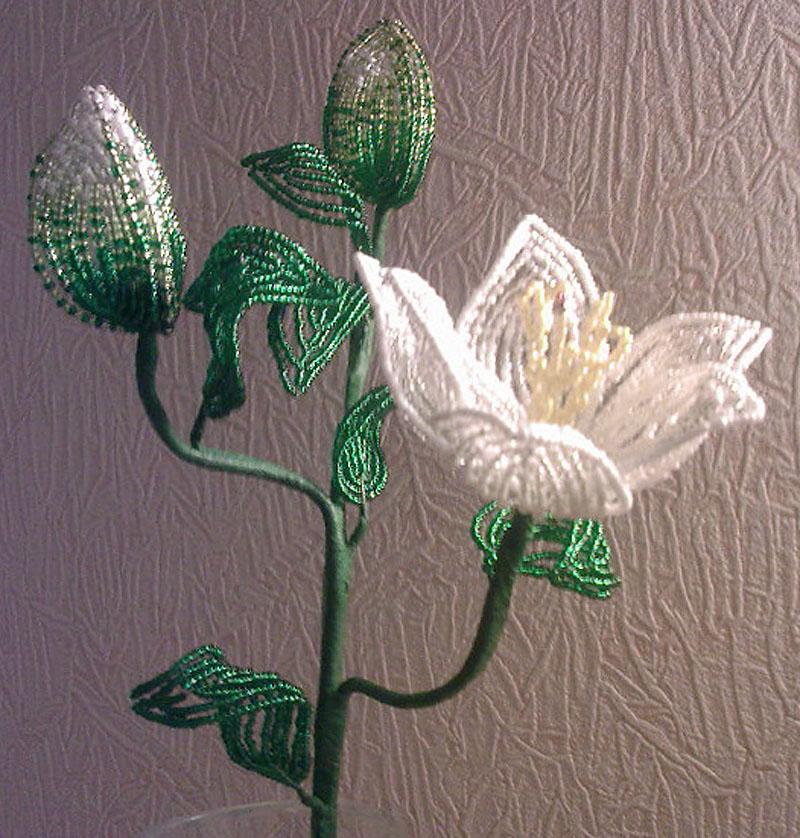Цветы из бисера.  Лилия белая.